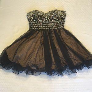 Black sweetheart neckline homecoming/prom dress